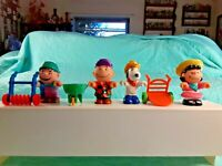 Peanuts Toy Set Snoopy, Charlie Brown, Lucy, Linus, Working Outside 7 Pieces