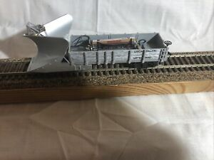 Rivarossi HO scale Snowplow Gondola with working light