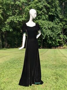 ELEGANT 1930'S POSH BLACK SILK VELVET DRESS W GREEN SILK TAFFETA EDGING & TRAIN