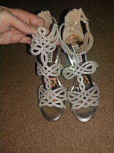 BADGLEY MISCHKA: Light Gold Rhinestone Embellished Stiletto Bridal Shoes: Size 8