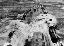 Enmarcado impresión de-Guerra Coreana Fuerza Aérea de EE. UU. bombardeo el ferrocarriles en Wonsan 1950