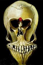 Stampa incorniciata-SALVADOR DALI Gotico Teschio (Ballerina in una testa di morte foto)