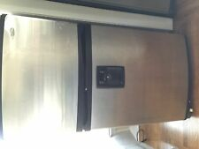 Whirlpool GR2SHWXP 21.7 cu. ft. Top Freezer Refrigerator