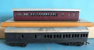 2 x Unknown Make Plastic & Metal 4mm - Brake 3rd Suburban Coaches -1 with Bogies