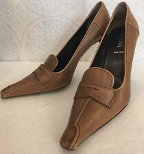 Prada  Shoe Brown Leather Pump Size 39. 1/2