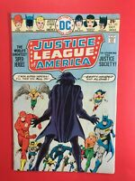 JUSTICE LEAGUE OF AMERICA #123 co-starring Justice Society! DC 1975 Fine, SHARP!