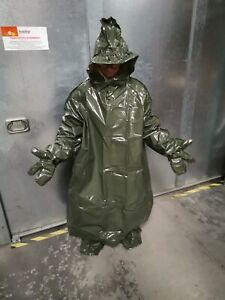 Chemie Schutzanzug aus stabiler Plastikfolie mit Handschuhen, aus Militärbestand
