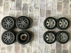 2 Felgensätze mit Bremsscheiben und Reifen 1:18