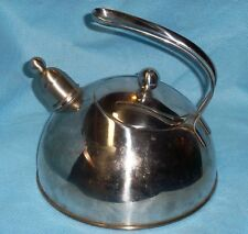 Beka Melbourne 2.5 L Bright Shiny Stainless Steel Contemporary Whistling Kettle
