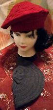 Les 2 Jolis bérets femme,en acrylique C. 1 gris fonçé et 1 rougetaille standard