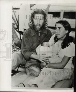 1948 Press Photo Eden Ahbez (Nature Boy) with wife and son under Guava tree.