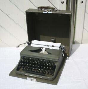 ältere Triumph Durabel  mechanische Schreibmaschine im.Transportkoffer Vintage