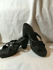 NEW CROCS CYPRESS BLACK WOMEN SIZE 8 M SLIP ON STRAPPY HEELS VEGAN SANDALS SHOES