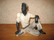 *NEW* Posture Figurine Garçon Adrian assis 25cm Rosas L.25cm H.25cm blanc/noir