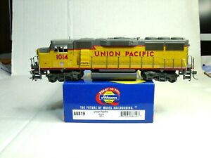 ATHEARN HO SCALE READY TO ROLL GP 60M LOCOMOTIVE UNION PACIFIC 88819