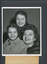 LOVELY RITA HAYWORTH WITH HER TWO YOUNG DAUGHTERS - CANDID PUBLICITY PHOTO