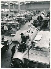 AVIATION c. 1955 - Assemblage Avion de Chasse Saab 35A Draken Linköping - AV 60