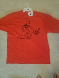 Cleveland Indians T-shirt Size XL Officially licensed product Fast Shipping