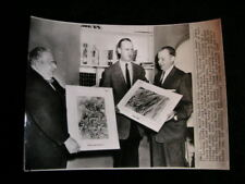 MONKIES MAKE PAINTINGS  PHOTO 1957 #5968