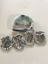 Baby boy sz Newborn 0-3M mittens & crochet hat hand covers mittens grays blues