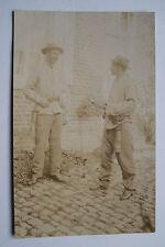 04B97 CPA CARTE PHOTO GROUPE DE MINEURS DU NORD DE LA FRANCE AVEC LAMPE 1910