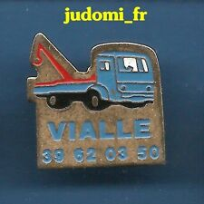 Pin's pin CAMION DEPANNAGE DEPANNEUSE GRUE VIALLE (ref 035)