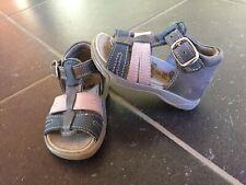 64307e490f3bb Chaussures à boucle pointure 18 pour bébé