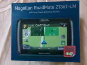 Magellan RoadMate 2136T-LM  Comes w/ Car Cradle & USB Connector