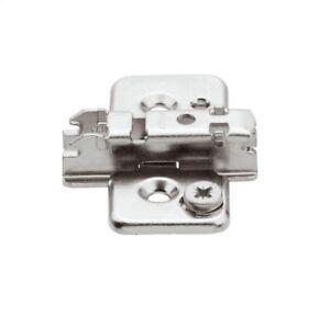 50 Stück Blum CLIP Montageplatte 3 mm - zum Schrauben - HV: Exzenter - 173H7130