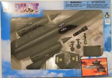 New Ray - 1:72 Scale Pilot Model Kit SR-71 Blackbird (BBNR21317SR71)