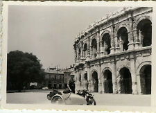 PHOTO ANCIENNE - VINTAGE SNAPSHOT - SIDE CAR MOTO MOTOCYCLETTE ARÈNES NÎMES 1953
