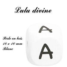 Perle en bois alphabétique de 10 x 10 mm, Blanc : Lettre A (Lot de 3 perles)