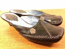 Indigo by Clarks womens black leather slip on kitten heels size 8.5 M