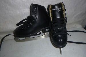 youth boys sz 11  RIEDELL OPAL Black figure  ice skates