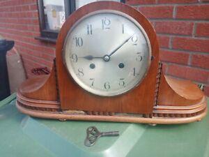 Vintage Antique Wooden Mantel Clock. READ DESC