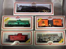 MODEL POWER HO SCALE BOXED TRAIN LOT W/ LOCOMOTIVE & TENDER