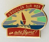 L'Aiguillon Sur Mer Windsurfiing Souvenir Advertising Pin Badge Vintage (C19)