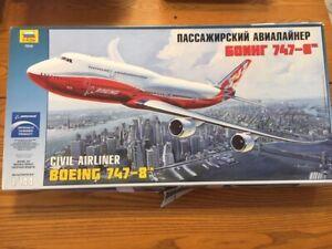 Zvezda 1/144 Boeing 747-8  (7010)
