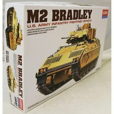 Academy 1:35 – US M2 Bradley APC miitary model kit