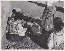 D3951 Busachi - Bimbi si godono il sole studiando - Stampa d'epoca - 1939 print