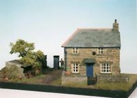 Wills CK10 OO Gauge Farm Cottage Scene Kit