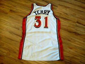 JASON TERRY GAME WORN USED SIGNED 1999-2000 ATLANTA HAWKS JERSEY BECKETT CERT