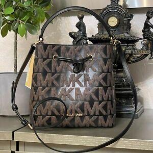 Michael Kors Suri Bucket Messenger Bag Medium Signature Graphic Logo Brown Black
