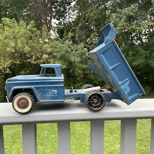 "Vintage 1960s STRUCTO = Hydraulic Dump Truck Pressed Steel 14"" Toy Blue Rusty"