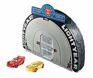 Disney Pixar Cars 3 Piston Cup Portable Playset Gift Pack 1:55 Scale Size New
