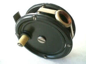 """A RARE 3"""" VINTAGE UN-NAMED AERIALITE TROUT FLY REEL WITH AGATE LINE GUARD"""