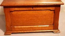 # di alta qualità VITTORIANO Cucire Box sul petto con fodera imbottita ROSSO ORIGINALE