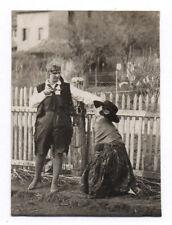 PHOTO Déguisement Couple déguisé Drôle Costume Travesti Arme Mise en scène 1927