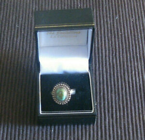 SILVER RING WITH TURQUOISE STONE.
