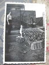 Photographie vintage Bébé jardine Snapshot vers 1935